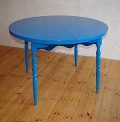 blauer tisch