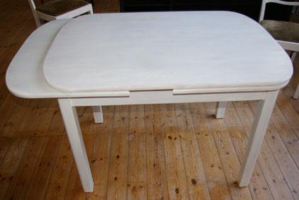 anleitung einen esstisch weiss lasieren recyclingkunst. Black Bedroom Furniture Sets. Home Design Ideas