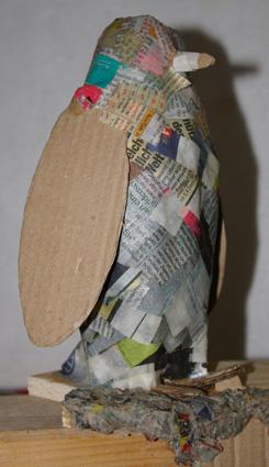 pinguin aus pappmach die zweite recyclingkunst und der versuch langsam und nachhaltig zu leben. Black Bedroom Furniture Sets. Home Design Ideas