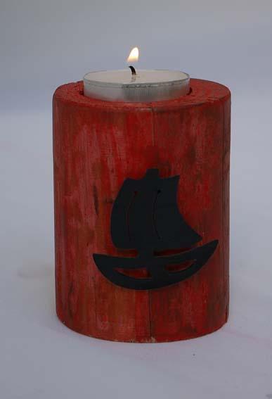 roter Teelichthalter mit Segelboot