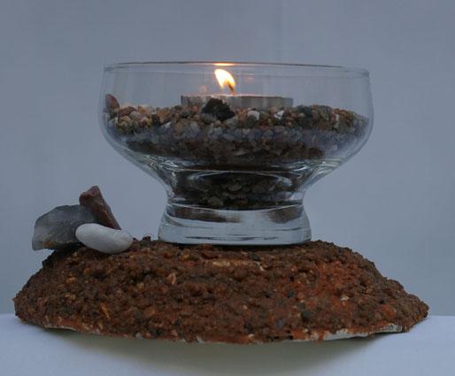 Untersetzer trockene Erde aus Pappmache mit kleinen Steinchen