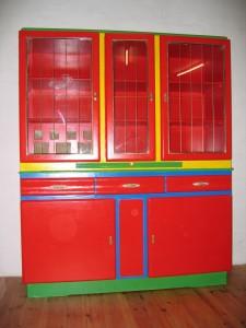 Altes Küchenbuffet in Rot mit Farbeffekten