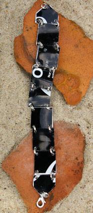 Armband aus einer Bierdose