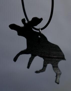Kettenanhänger Elch aus einer alten Venyl-Schallplatte ausgesägt