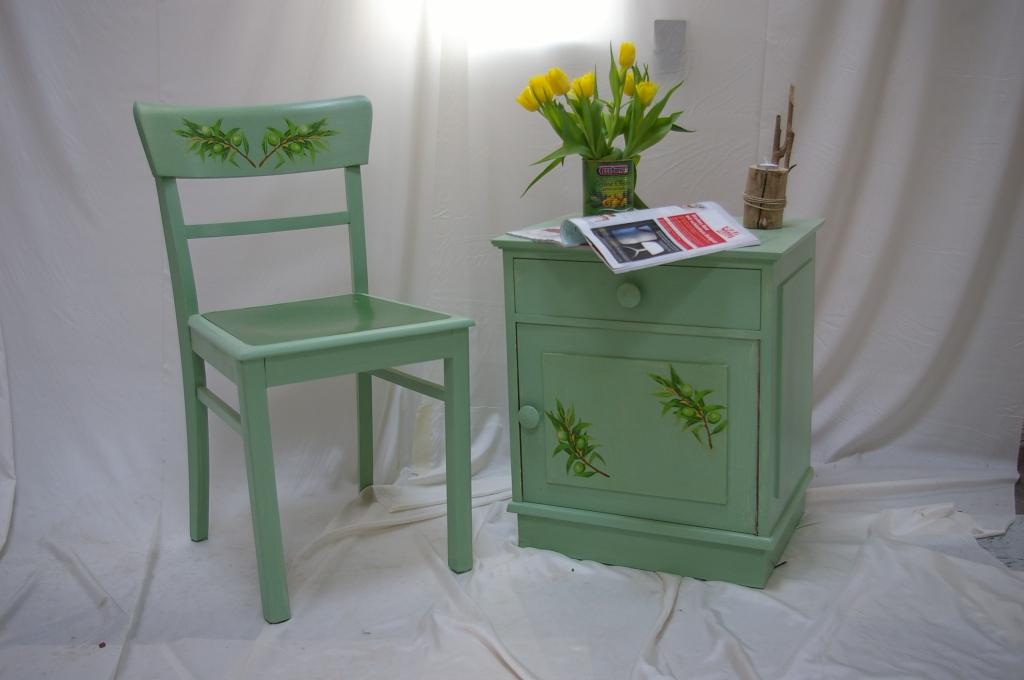 alter stuhl alter nachtschrank mit serviettentechnik. Black Bedroom Furniture Sets. Home Design Ideas