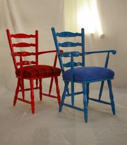Armlehnstuhl rot und blau