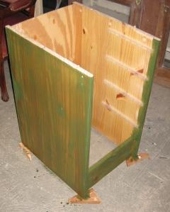 Schreibtisch rechts grün lasiert
