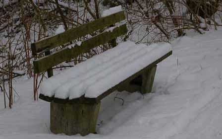 Die Bank im Schnee