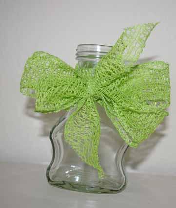 Flasche mit grüner Schleife