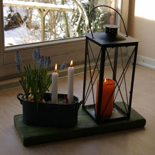 Deko-Idee mit Laterne, Hyazinten und Kerzen