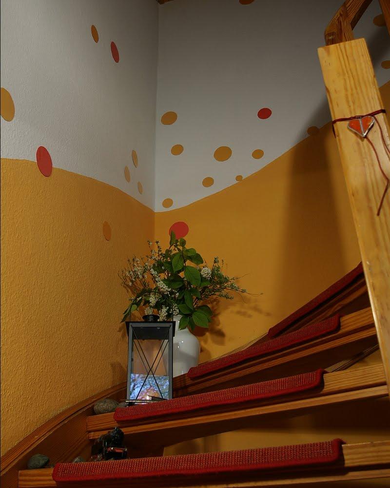 Treppenhausgestaltung | Recyclingkunst und der Versuch, langsam und ...