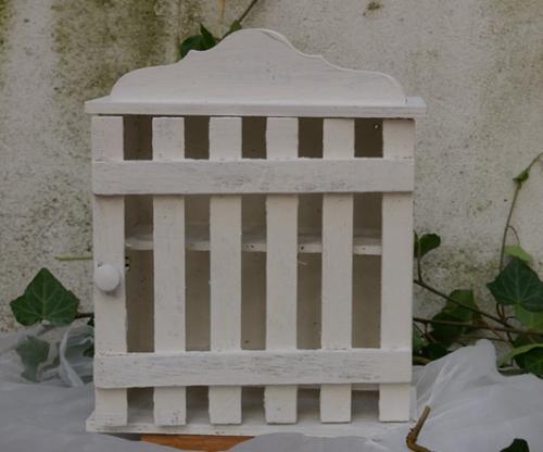 wei er eierkasten im landhaus design recyclingkunst und. Black Bedroom Furniture Sets. Home Design Ideas