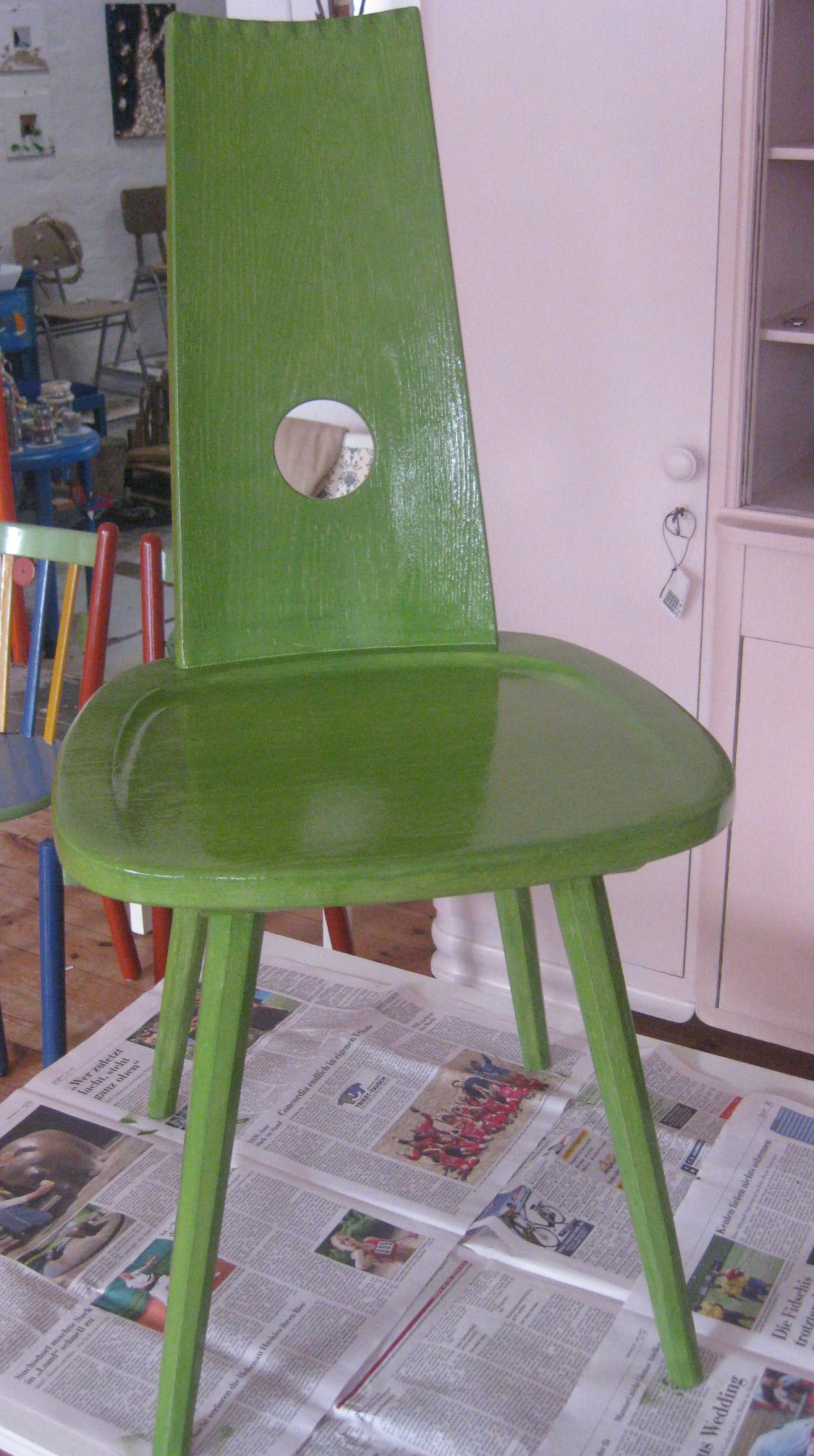 gruener stuhl recyclingkunst und der versuch langsam und nachhaltig zu leben. Black Bedroom Furniture Sets. Home Design Ideas