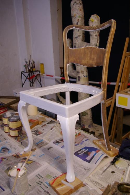antiker stuhl recyclingkunst und der versuch langsam. Black Bedroom Furniture Sets. Home Design Ideas