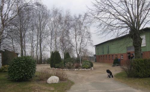 Einfahrt auf Hof Landleben