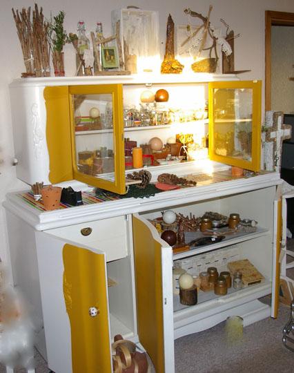 altes k chenbuffet recyclingkunst und der versuch langsam und nachhaltig zu leben. Black Bedroom Furniture Sets. Home Design Ideas