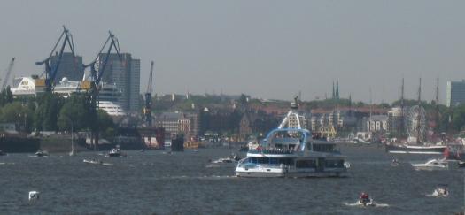 Schiffe auf Hafengeburtstag in Hamburg