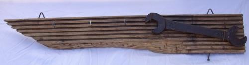 Schlüsselbrett mit altem Schraubenschlüssel Recycling Wohnzubehör