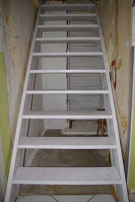 alte Treppe vorgestrichen
