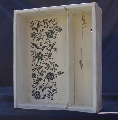 weiße Kiste Deko-Objekt Recycling