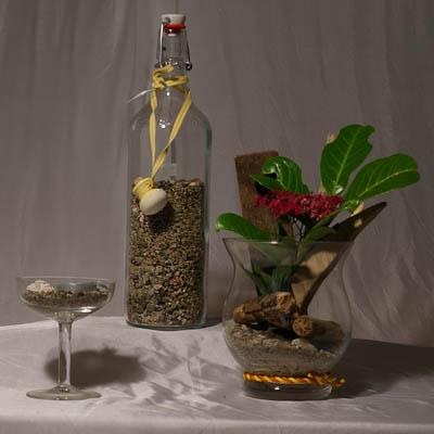 Flasche mit Sand, Glas als Teelichthalter