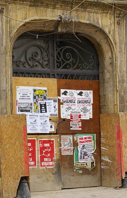 alte Tuer vernagelt in Metz Frankreich