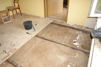 Fußboden Günstig Dämmen ~ Wohnräume dämmen und renovieren alten fußboden entfernen