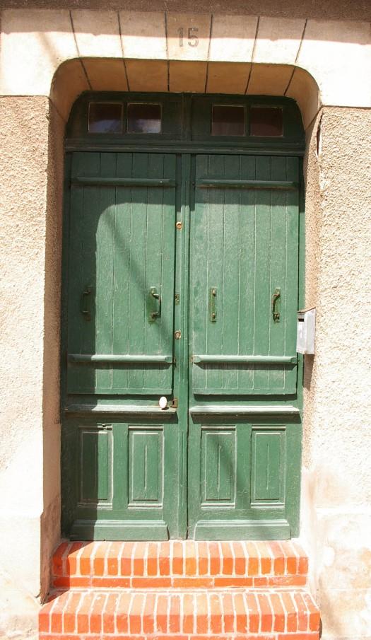 grüne Vollholztuer St Aubin Normandie