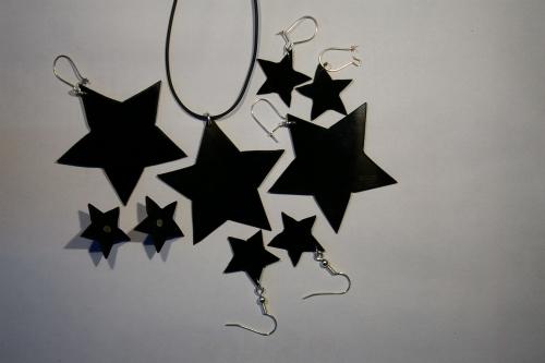 Sterne als Kettenanhaenger und Ohrschmuck