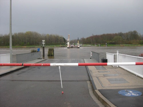 Faehre Hohenhoern am Nord-Ostsee-Kanal