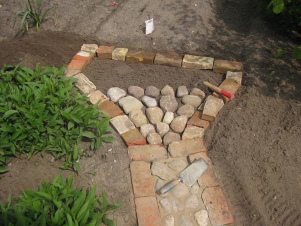 selbermachen gartenweg aus feldsteinen | recyclingkunst und der, Gartenarbeit ideen