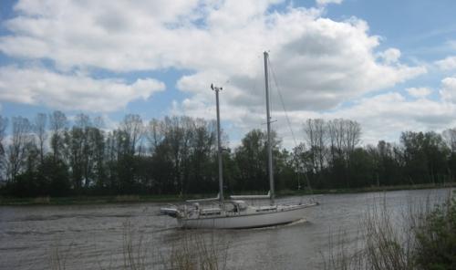 Segelboot auf dem Nord-Ostsee-Kanal