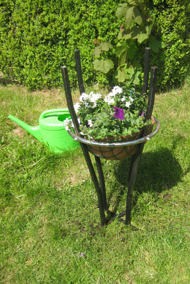 blumenstaender fertig, Recycling, Gartendeko, Barhocker