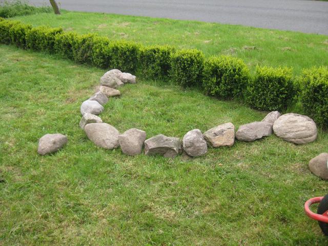 die ersten Steine 2 Feldsteine Steinmauer