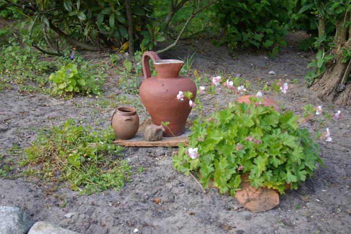 Stillleben Tontopf Tonscherben Gartendekoration