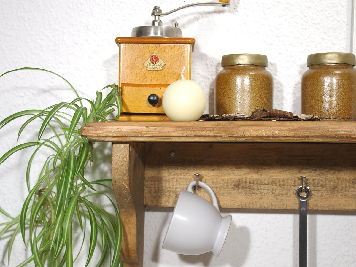 regale aus altholz dekoideen recyclingkunst und der versuch langsam und nachhaltig zu leben. Black Bedroom Furniture Sets. Home Design Ideas