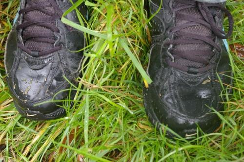 Schuhe im Regen