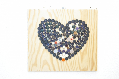 Recycling Herz aus Knoepfen