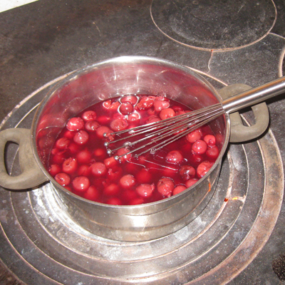 Kirschen warm machen, passend zum Dithmarscher mehlbeutel