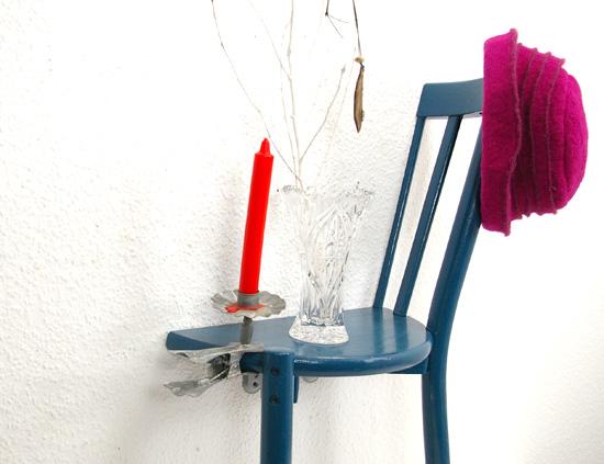 Stühle An Die Wand Hängen alter stuhl recyclingkunst und der versuch langsam und nachhaltig