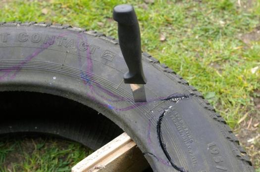Messer im Reifen schneiden g