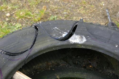 Muster im Reifen mit Messer