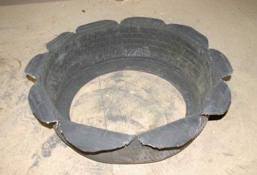 Reifen mit rundem Muster als Blumentopf j