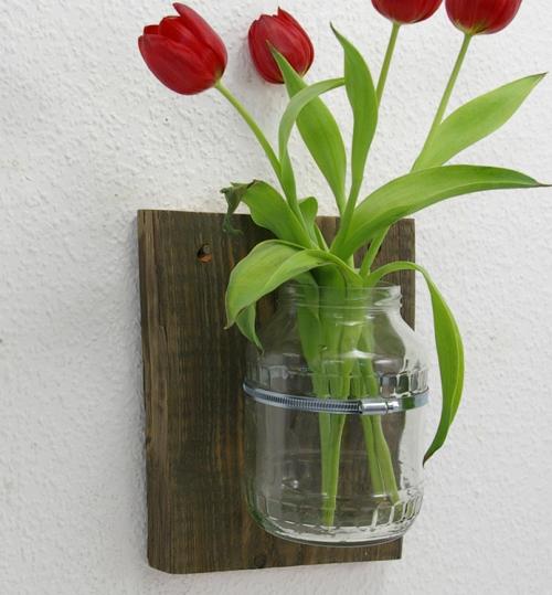 Upcycling idee wandvase aus holz und glas selbermachen - Brett an die wand anbringen ...