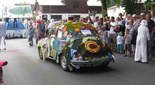 VW-Käfer-bestrickt-Umzug-albersdorf