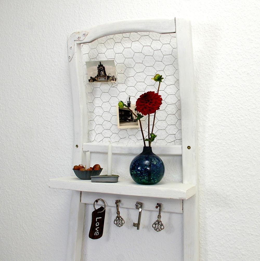 Stühle An Die Wand Hängen stuhl als wandregal recyclingkunst und der versuch langsam und