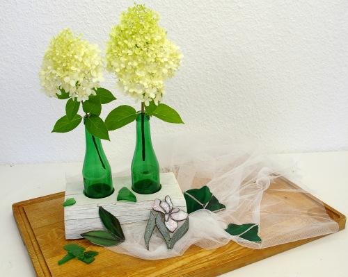 upcycling Glasflaschen vasen im Holzständer ms