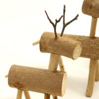 Elche oder Rehe aus Holz als Adventsdeko zum Selbermachen