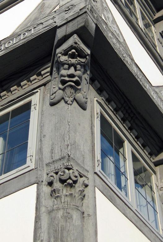 Fachwerkhaus Kopf Schnitzereien