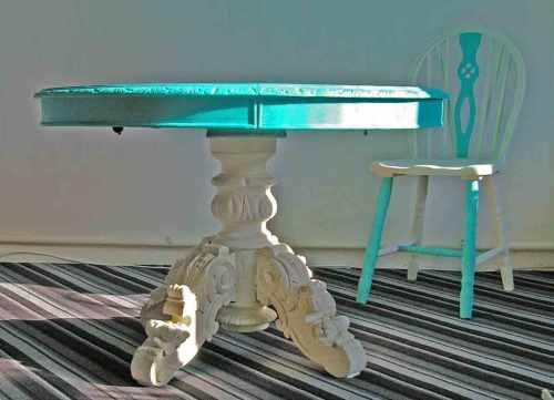antiker Tisch tuerkis weiss